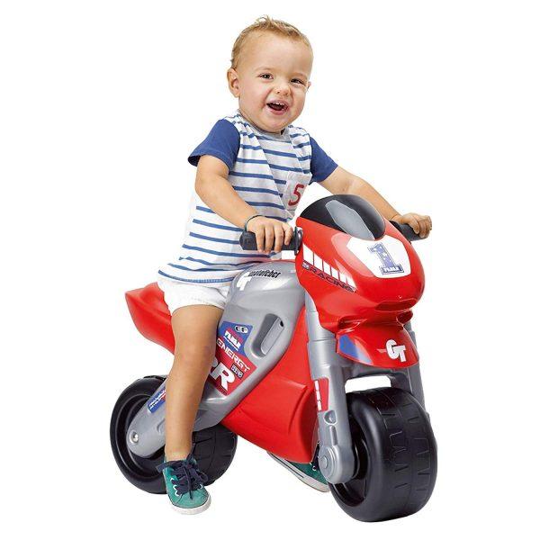 Motocicleta de Carreras Con Casco